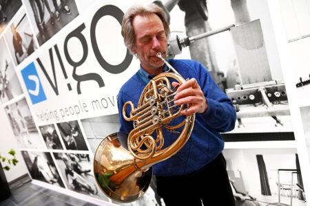 Hoornspeler Vingerprothese Geert Decoster
